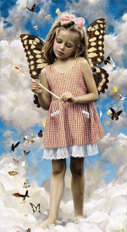Фото Девочка с крыльями бабочки стоит на облаках, работа художника Вячеслава Грошева