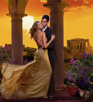 Фото Парень обнимает девушку в вечернем платье, стоя у колонны в саду, художник Chris Cocozza