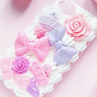 Фото Чехол для Iphone украшен сердечками, бантиками, розами и коронами