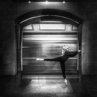 Фото Девушка - балерина в метро, фотограф Борис Белоконов
