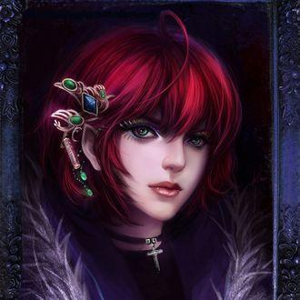 Фото Зеленоглазая вампирша с красивой заколкой с синим и зелеными драгоценными камнями в красных волосах