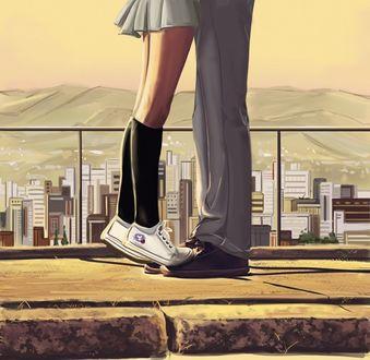 Фото Ножки девушки стоят на ногах парня