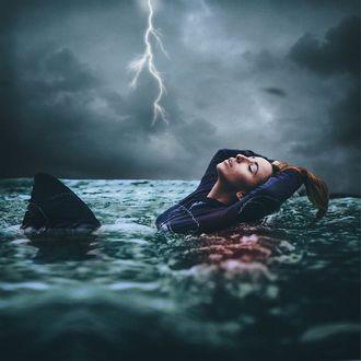 Фото Девушка в воде на фоне грозы, рядом плавает акула, by Amy Spanos