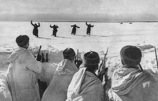 Фото Четверо немецких солдат сдаются в плен под Москвой, 1942 год