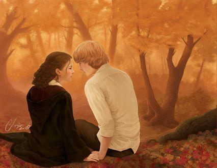 Фото Парень с девушкой сидят рядом на фоне осенних деревьев