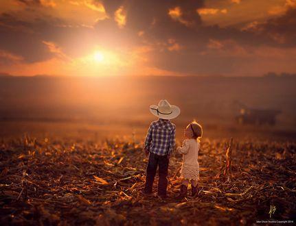 Фото Мальчик с девочкой смотрят на заход солнца, by Jake Olson