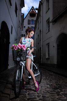 Фото Девушка в образе пин-ап на велосипеде, фотограф Ferdinand Studio