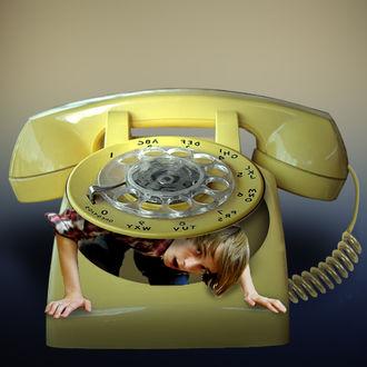 Фото Парень выглядывает из-под наборного диска старого телефона, by JACI XIII