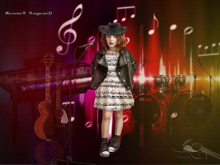 Фото Девочка в окружении музыкальных инструментов стоит у микрафона