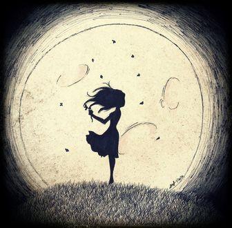 Фото Девушка в платье с цветком в руке стоит под луной на ночной полянке