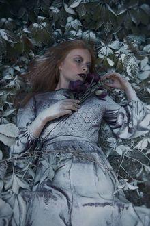 Фото Девушка с цветами лежит на земле, by Sit Zone Art