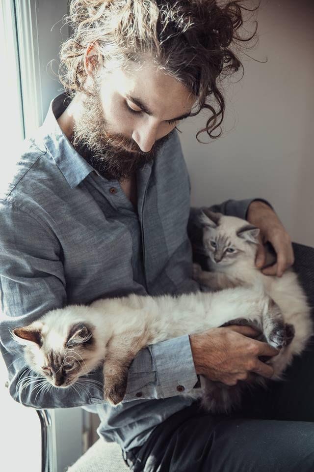 парень с кошкой картинка рукоделия интернет