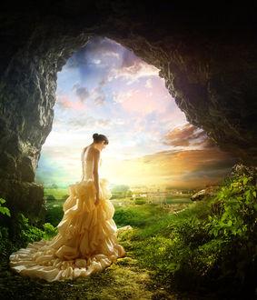 Фото Девушка в длинном желтом платье стоит на фоне облачного неба, by InertiaK
