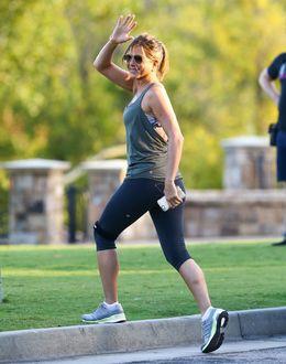 Фото Актриса Jennifer Aniston / Дженнифер Анистон на утренней пробежке