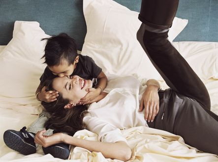 Фото Angelina Jolie / Анджелина Джоли и сын Мэддокс, фотограф Annie Leibovitz / Энни Лейбовиц