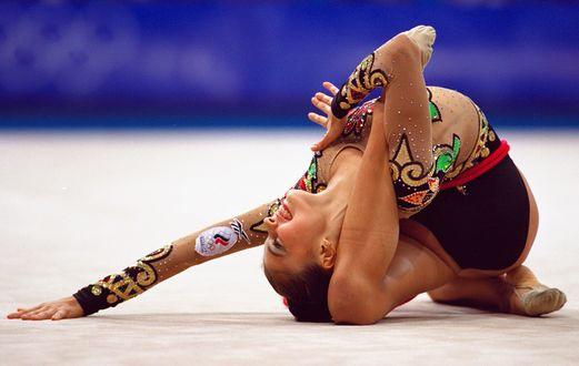 Фото Гимнастка Алина Кабаева во время выступления