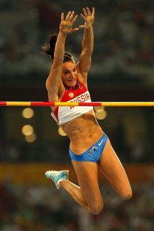 Фото Легкоатлетка Елена Исинбаева берет высоту