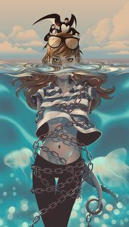 Фото Девушка тонет в море, окутанная цепью, за которую тянут щупальца осьминога, на ее голове сидят чайки, крылья которых пронзены стрелами