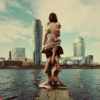 Фото мужские руки обнимают девушку