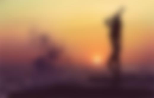 Фото Полуобнаженная девушка на берегу моря