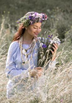 Фото Девушка в венке с букетом полевых цветов, фотограф Владимир Козюк