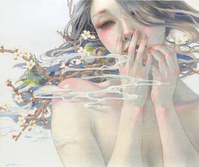 Фото Грустная девушка держит руки у лица, художник Miho Hirano