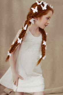 Фото Девочка с бабочками на косичках