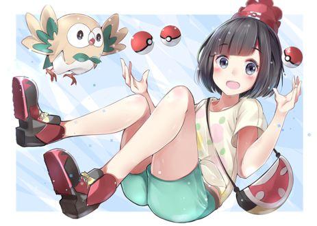 Фото Девочка с сумочкой, шариками и рядом парящей птицей