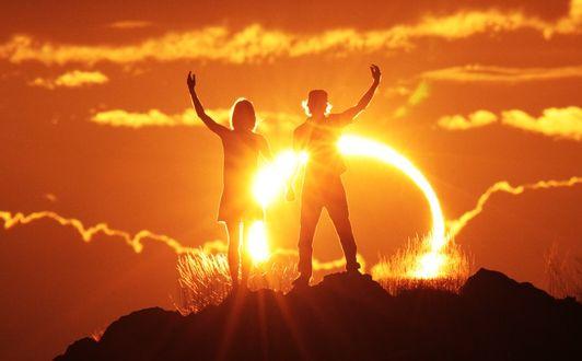 Фото Парень с девушкой встречают рассвет, by Eugen Kamenew