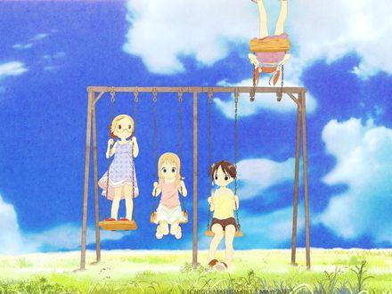 Фото Miu Matsuoka, Chika Itoh, Matsuri Sakuragi и Ana Coppola качаются на качелях из аниме Клубничный зефир / Ichigo Mashimaro, art by Barasui