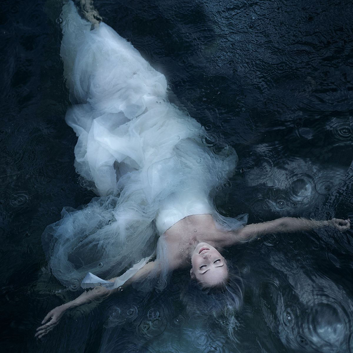 Фото Девушка лежит в воде, фотограф Екатерина Ромакина