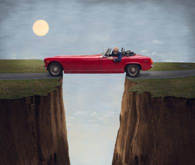 Фото Мужчина в красном автомобиле стоит над пропастью, by Logan Zillmer