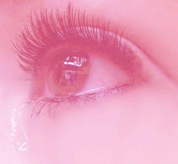 Фото Девушка с карими глазами плачет