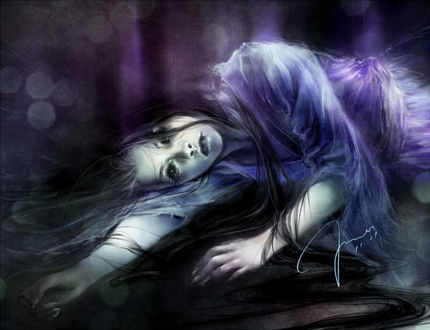 Фото Девушка с длинными распущенными волосами лежит на боку, by Yu Fun