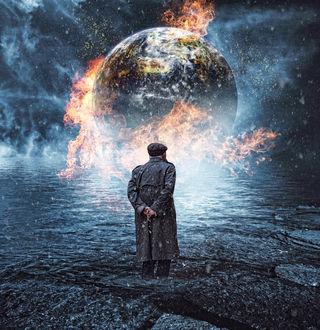Фото Старик стоит перед горящей планетой, by nitchwarmer