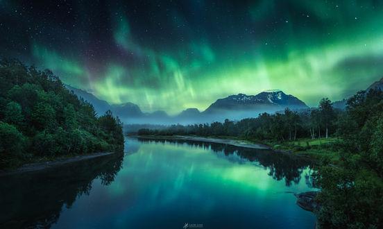 Фото Северное сияние над горами, фотограф Lauri Lohi