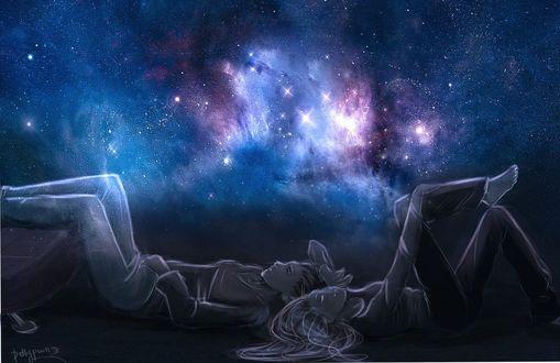 Фото Космос и влюбленные парочка смотрят на звезды