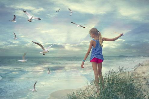 Фото Девочка стоит у моря. by anarud