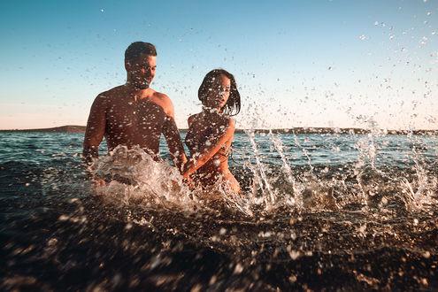 Фото Парень с девушкой в воде, фотограф Скрипников Александр