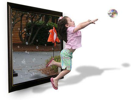 Фото Девочка выбегает из картины за мячом