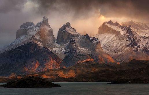 ���� ���� ��� �������� �����, Torres del Paine National Park / ������������ ���� ������ ���� �����, Chile / ����, �������� Trent Blomfield