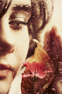Фото Девушка с цветком за стеклом в каплях от дождя, by iNeedChemicalX
