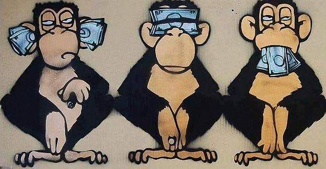 Фото Три обезьяны, с денежными купюрами в ушах, на глазах, во рту (Ничего не слышу, ничего не вижу, ничего никому не скажу)