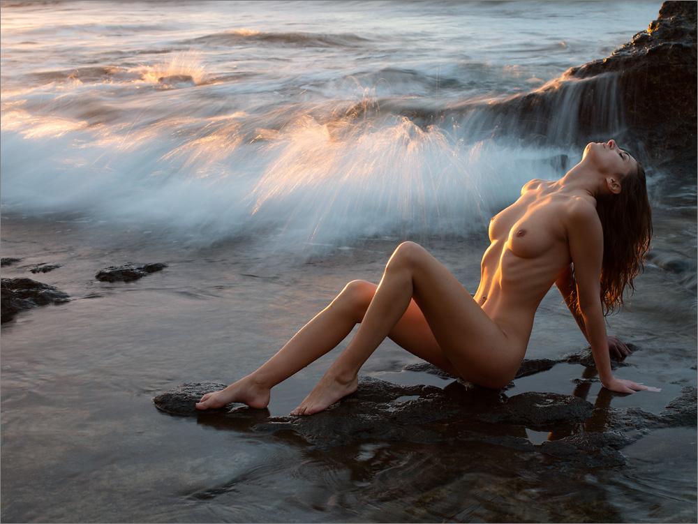krasivaya-erotika-u-vodi