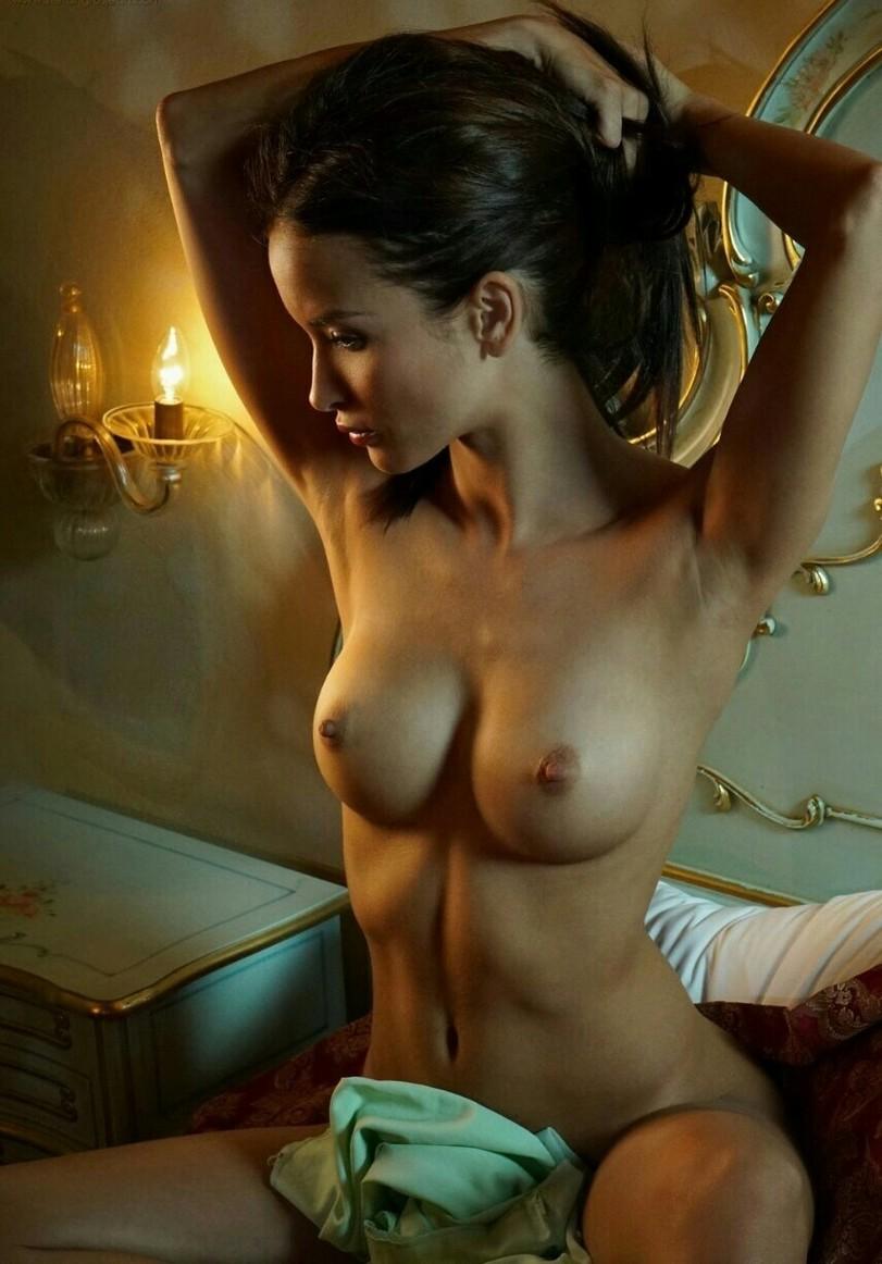 она стояла красивая эрот империя фотогалереи был высоким