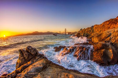 Фото Золотой закат над морем и скалами, by jxsnyder