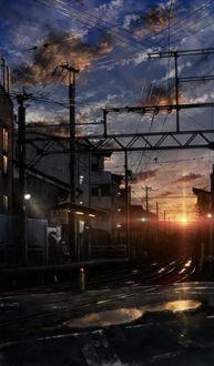 Фото Железная дорога на фоне заходящего солнца на облачном небе