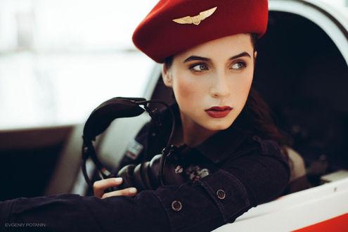 Фото Девушка сидит в кабине самолета, фотограф Evgeniy Potanin