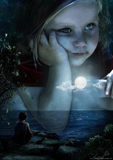 Фото Мальчик сидит на берегу и смотрит на огромное изображение девочки на небе, by JavadJArt