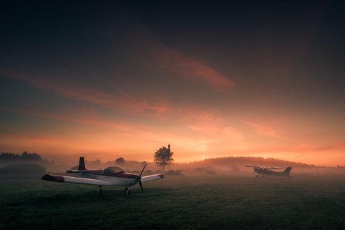 Фото Самолеты в утреннем тумане, фотограф Mikko Lagerstedt